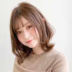大人かわいい ミルクティーベージュ フェミニン デジタルパーマ ヘアスタイルや髪型の写真・画像