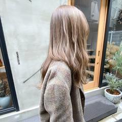 透明感 くすみベージュ アンニュイほつれヘア 透明感カラー ヘアスタイルや髪型の写真・画像