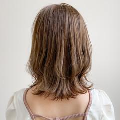 大人かわいい デート ウルフカット ゆるふわパーマ ヘアスタイルや髪型の写真・画像