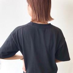 シアーベージュ 外ハネボブ ベージュ 切りっぱなしボブ ヘアスタイルや髪型の写真・画像