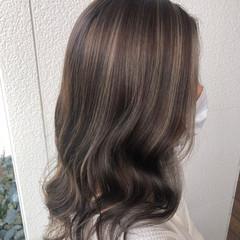 ミルクティーベージュ コントラストハイライト ハイライト オリーブベージュ ヘアスタイルや髪型の写真・画像