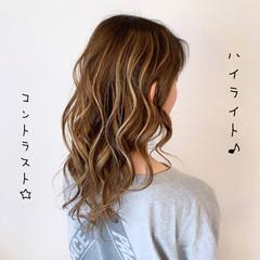 グレージュ ミルクティー ブリーチ ロング ヘアスタイルや髪型の写真・画像
