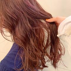 ベリーピンク ナチュラル ブリーチ ブリーチオンカラー ヘアスタイルや髪型の写真・画像