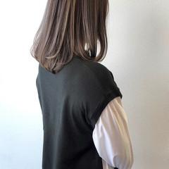 セミロング コントラストハイライト シルバーグレー エレガント ヘアスタイルや髪型の写真・画像
