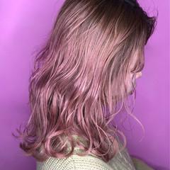 セミロング ベリーピンク ピンクバイオレット ガーリー ヘアスタイルや髪型の写真・画像