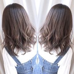 グレーアッシュ ラベンダーアッシュ アッシュグレー セミロング ヘアスタイルや髪型の写真・画像