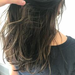 ハイライト ロング アッシュグレージュ ストリート ヘアスタイルや髪型の写真・画像