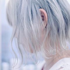 切りっぱなしボブ ハイトーンカラー ホワイトカラー ショートボブ ヘアスタイルや髪型の写真・画像