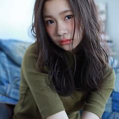 ミディアムレイヤー アッシュベージュ ロング エレガント ヘアスタイルや髪型の写真・画像