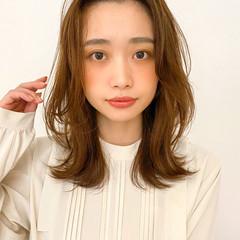 アンニュイほつれヘア ヘアアレンジ ミディアムレイヤー 大人かわいい ヘアスタイルや髪型の写真・画像