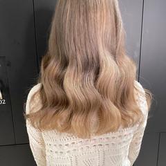 グレージュ ブリーチカラー 透明感カラー ミルクティーベージュ ヘアスタイルや髪型の写真・画像
