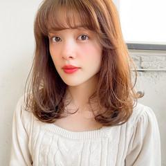 小顔 シースルーバング レイヤーカット ミディアム ヘアスタイルや髪型の写真・画像