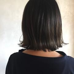 外ハネボブ グラデーションカラー グレージュ ぱっつん ヘアスタイルや髪型の写真・画像