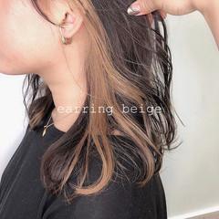 ゆる巻き ベージュ ナチュラル インナーカラー ヘアスタイルや髪型の写真・画像