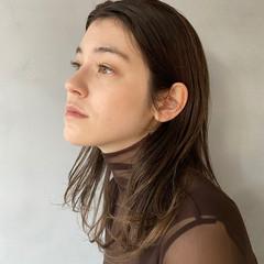 グラデーションカラー アッシュベージュ ミルクティーベージュ ナチュラル ヘアスタイルや髪型の写真・画像