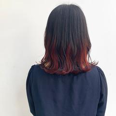 インナーカラー ミディアム ガーリー インナーカラーレッド ヘアスタイルや髪型の写真・画像