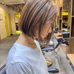 ミルクティーベージュ ボブ ナチュラル ハイライト ヘアスタイルや髪型の写真・画像