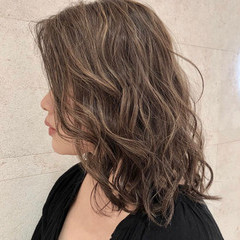 イメチェン ミディアム ゆるふわ 極細ハイライト ヘアスタイルや髪型の写真・画像