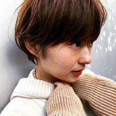 ショートヘア 色気 大人かわいい ミルクティーベージュ ヘアスタイルや髪型の写真・画像
