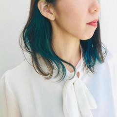 個性的 ミディアム インナーブルー エレガント ヘアスタイルや髪型の写真・画像