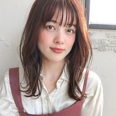 ひし形シルエット セミロング フェミニン デジタルパーマ ヘアスタイルや髪型の写真・画像