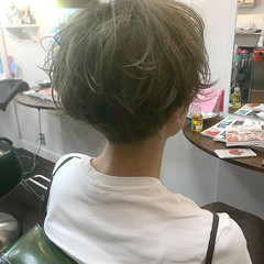 ベージュ グレージュ ショート ガーリー ヘアスタイルや髪型の写真・画像