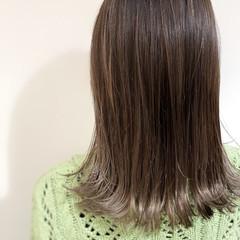 バレイヤージュ ナチュラル イルミナカラー グレージュ ヘアスタイルや髪型の写真・画像