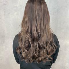 ダブルカラー バレイヤージュ ミルクティーベージュ ロング ヘアスタイルや髪型の写真・画像