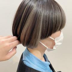 シルバーグレー インナーカラー ショート ショートヘア ヘアスタイルや髪型の写真・画像