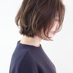 フェミニン グレージュ レイヤーカット オフィス ヘアスタイルや髪型の写真・画像