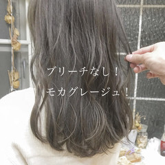 ロング ミルクティーベージュ グレージュ ナチュラル ヘアスタイルや髪型の写真・画像