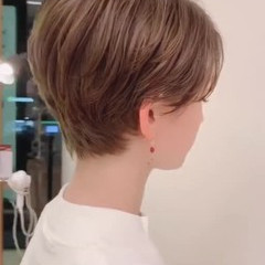 アウトドア パーマ オフィス ショート ヘアスタイルや髪型の写真・画像