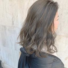ブリーチカラー セミロング ダブルカラー アッシュ ヘアスタイルや髪型の写真・画像