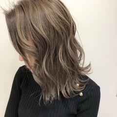 エレガント ミルクティーベージュ ミディアム 髪質改善 ヘアスタイルや髪型の写真・画像
