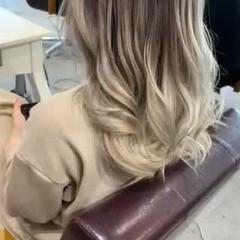ホワイトグレージュ ナチュラル セミロング エアータッチ ヘアスタイルや髪型の写真・画像