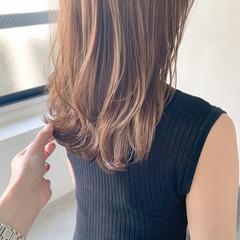 ミディアムレイヤー ウルフカット 前髪あり ミディアム ヘアスタイルや髪型の写真・画像