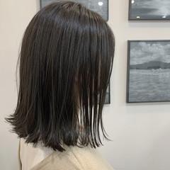 ショートボブ マットグレージュ 切りっぱなしボブ ナチュラル ヘアスタイルや髪型の写真・画像