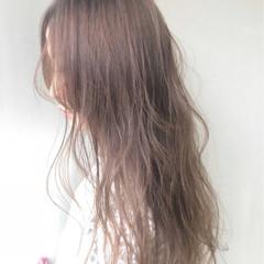 フェミニン ハイトーン 艶髪 ナチュラル ヘアスタイルや髪型の写真・画像