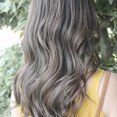 ブリーチ グレージュ エレガント かわいい ヘアスタイルや髪型の写真・画像