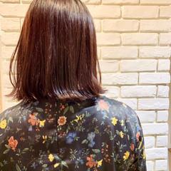 ベリーピンク 切りっぱなしボブ 外ハネボブ ナチュラル ヘアスタイルや髪型の写真・画像