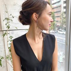 結婚式 シニヨン 簡単ヘアアレンジ フェミニン ヘアスタイルや髪型の写真・画像
