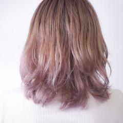 ベリーピンク ミディアム ナチュラル ピンク ヘアスタイルや髪型の写真・画像
