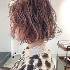 ラベンダーピンク ピンクアッシュ アンニュイほつれヘア 外ハネボブ ヘアスタイルや髪型の写真・画像