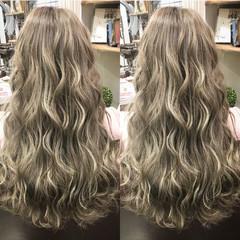 ロング 外国人風 フェミニン ハイライト ヘアスタイルや髪型の写真・画像