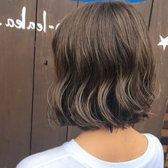 切りっぱなしボブ ショートヘア 地毛風カラー ミルクティーベージュ ヘアスタイルや髪型の写真・画像