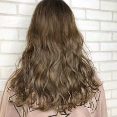 アッシュグレージュ コンサバ 外国人風カラー グレージュ ヘアスタイルや髪型の写真・画像