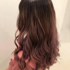 ピンク ベリーピンク ロング グラデーションカラー ヘアスタイルや髪型の写真・画像