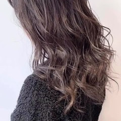 外国人風 シルバー ハイトーン グレージュ ヘアスタイルや髪型の写真・画像