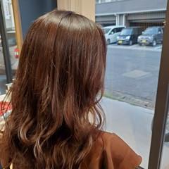 秋ブラウン ナチュラル 大人ロング ブラウン ヘアスタイルや髪型の写真・画像