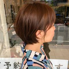 ショートボブ 切りっぱなしボブ ショートヘア インナーカラー ヘアスタイルや髪型の写真・画像